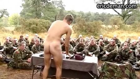 naked-military-guys